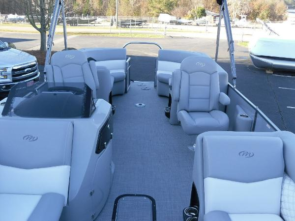 2021 Manitou boat for sale, model of the boat is RF 25 ENCORE SHP 373 & Image # 27 of 49