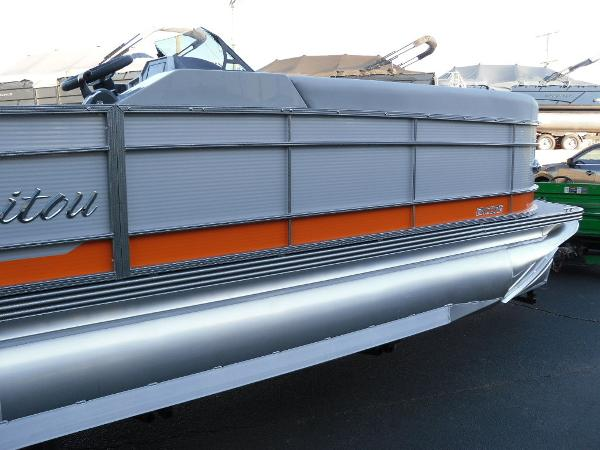 2021 Manitou boat for sale, model of the boat is RF 25 ENCORE SHP 373 & Image # 29 of 49
