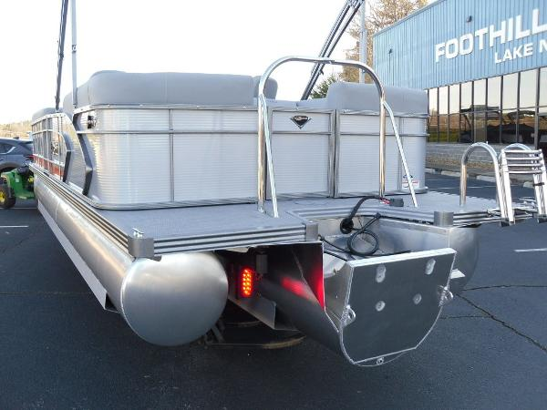 2021 Manitou boat for sale, model of the boat is RF 25 ENCORE SHP 373 & Image # 35 of 49