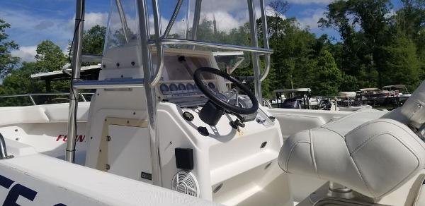 2000 Fountain boat for sale, model of the boat is 29 CC & Image # 3 of 15