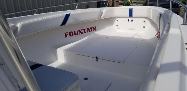 2000 Fountain boat for sale, model of the boat is 29 CC & Image # 10 of 15