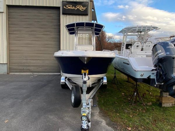 2021 Robalo boat for sale, model of the boat is R222 & Image # 6 of 10