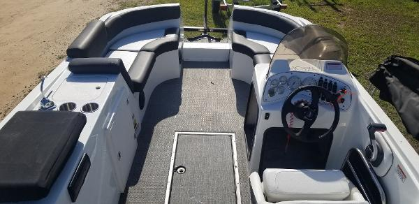 2015 Caravelle boat for sale, model of the boat is Razor 219 UU & Image # 8 of 11