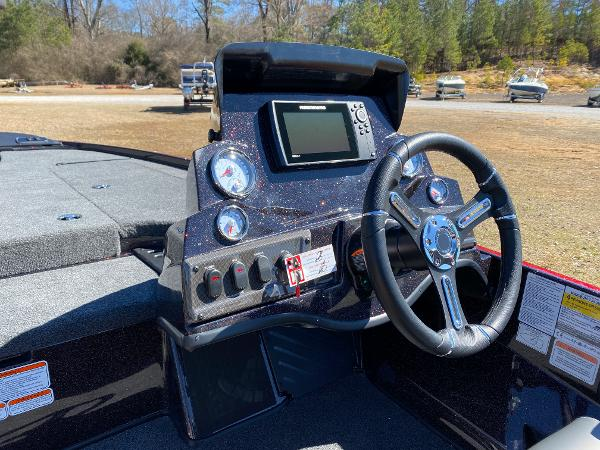 2021 Nitro boat for sale, model of the boat is Z18 Pro & Image # 20 of 24