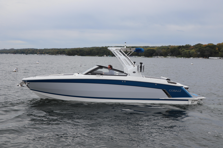 2022 Cobalt R8 Surf
