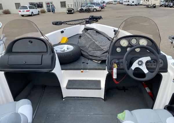 2006 Stratos boat for sale, model of the boat is 21MSX & Image # 6 of 12