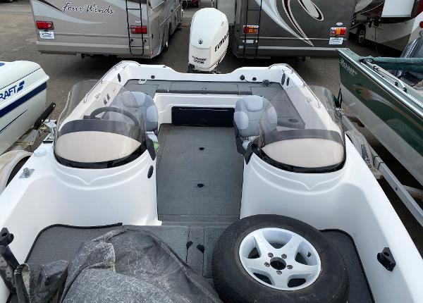 2006 Stratos boat for sale, model of the boat is 21MSX & Image # 7 of 12