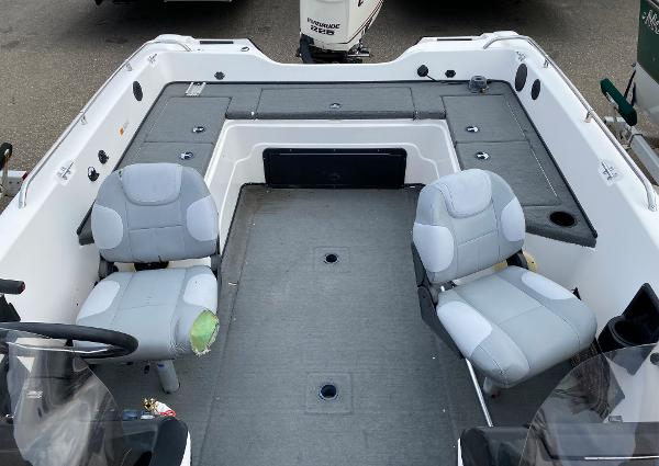 2006 Stratos boat for sale, model of the boat is 21MSX & Image # 9 of 12