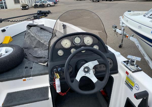 2006 Stratos boat for sale, model of the boat is 21MSX & Image # 10 of 12