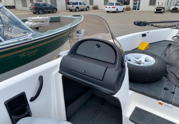2006 Stratos boat for sale, model of the boat is 21MSX & Image # 11 of 12