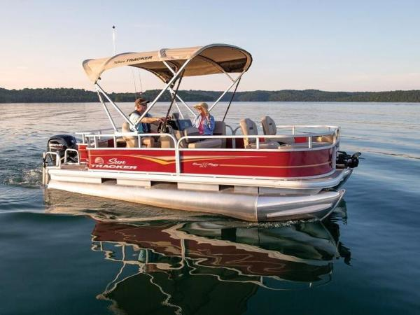 2022 Sun Tracker boat for sale, model of the boat is BASS BUGGY® 18 DLX & Image # 1 of 1