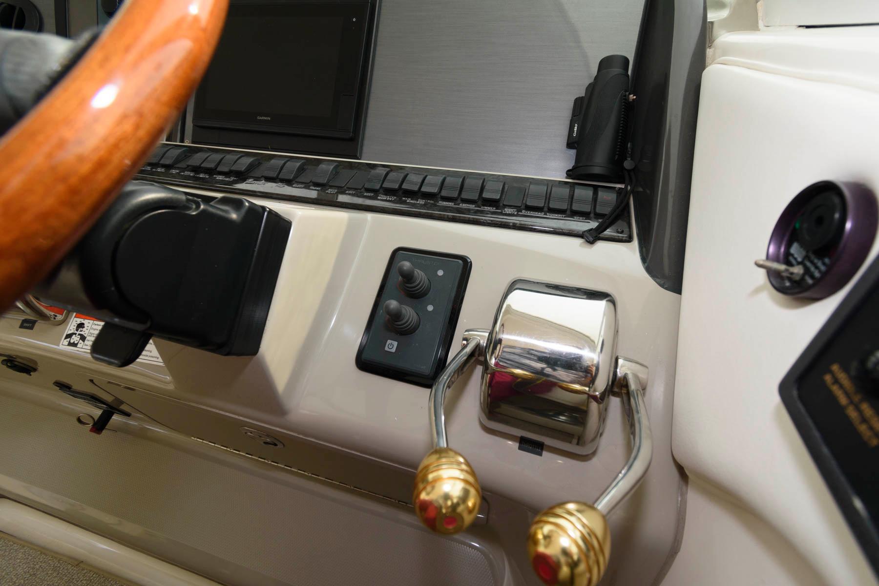 M 6495 TW Knot 10 Yacht Sales