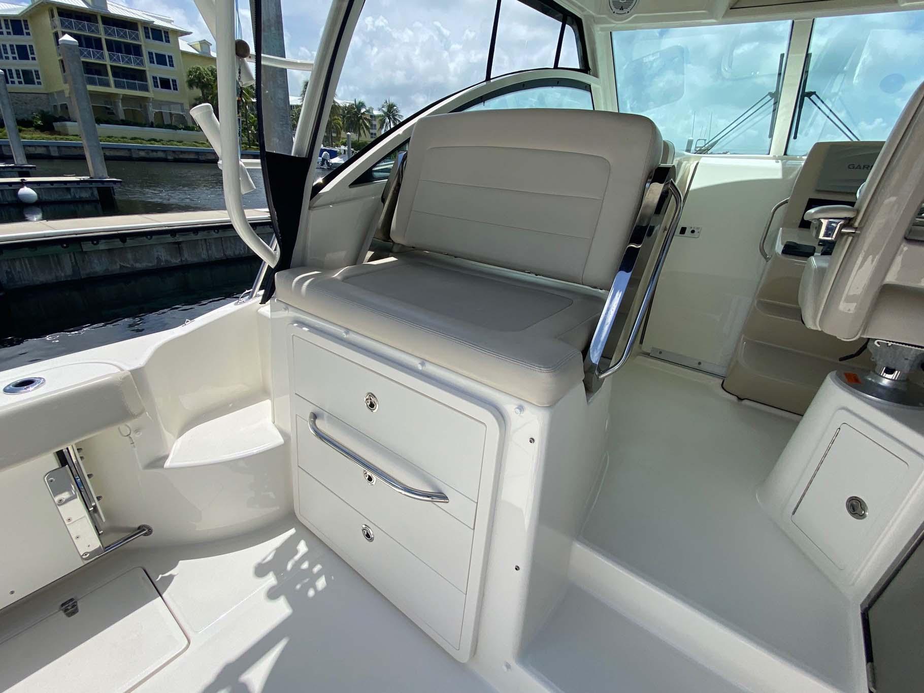 Reversible Seat Port
