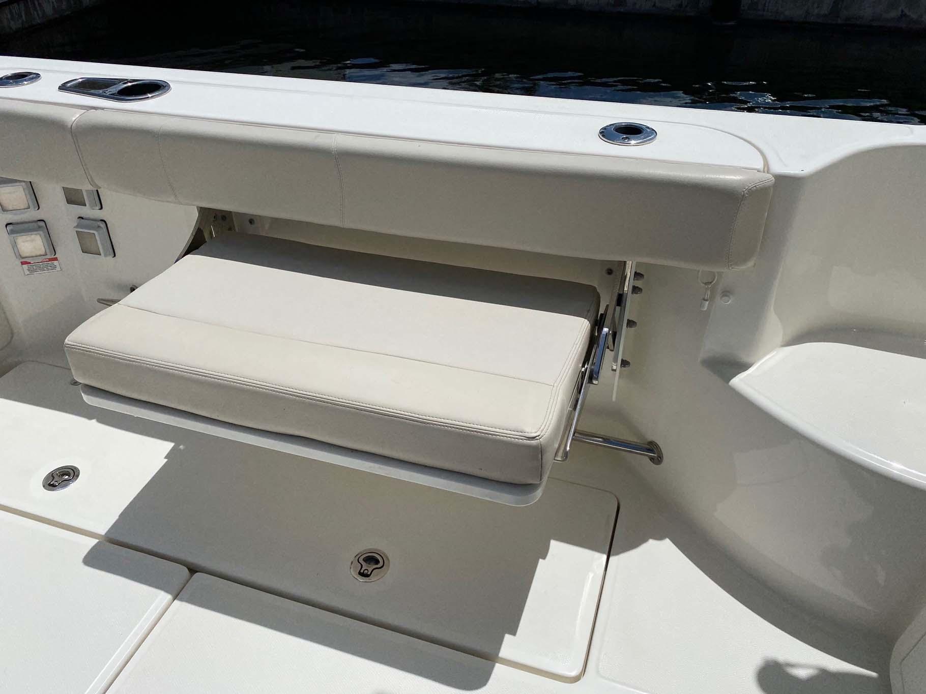 Port Side Retractible Seat