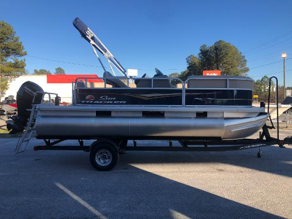 2021 Sun Tracker boat for sale, model of the boat is Party Barge 18 DLX & Image # 4 of 23