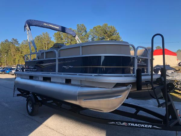 2021 Sun Tracker boat for sale, model of the boat is Party Barge 18 DLX & Image # 5 of 23