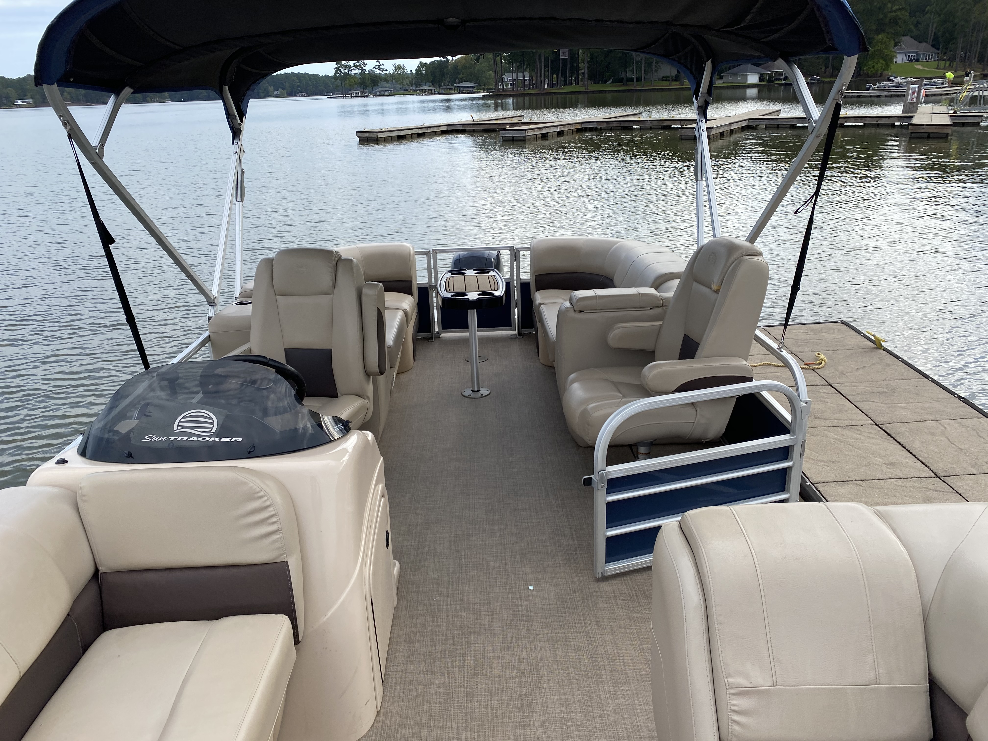 2019 Sun Tracker boat for sale, model of the boat is PARTY BARGE 24 XP3 w/ Mercury 150Hp 4S & Image # 10 of 24