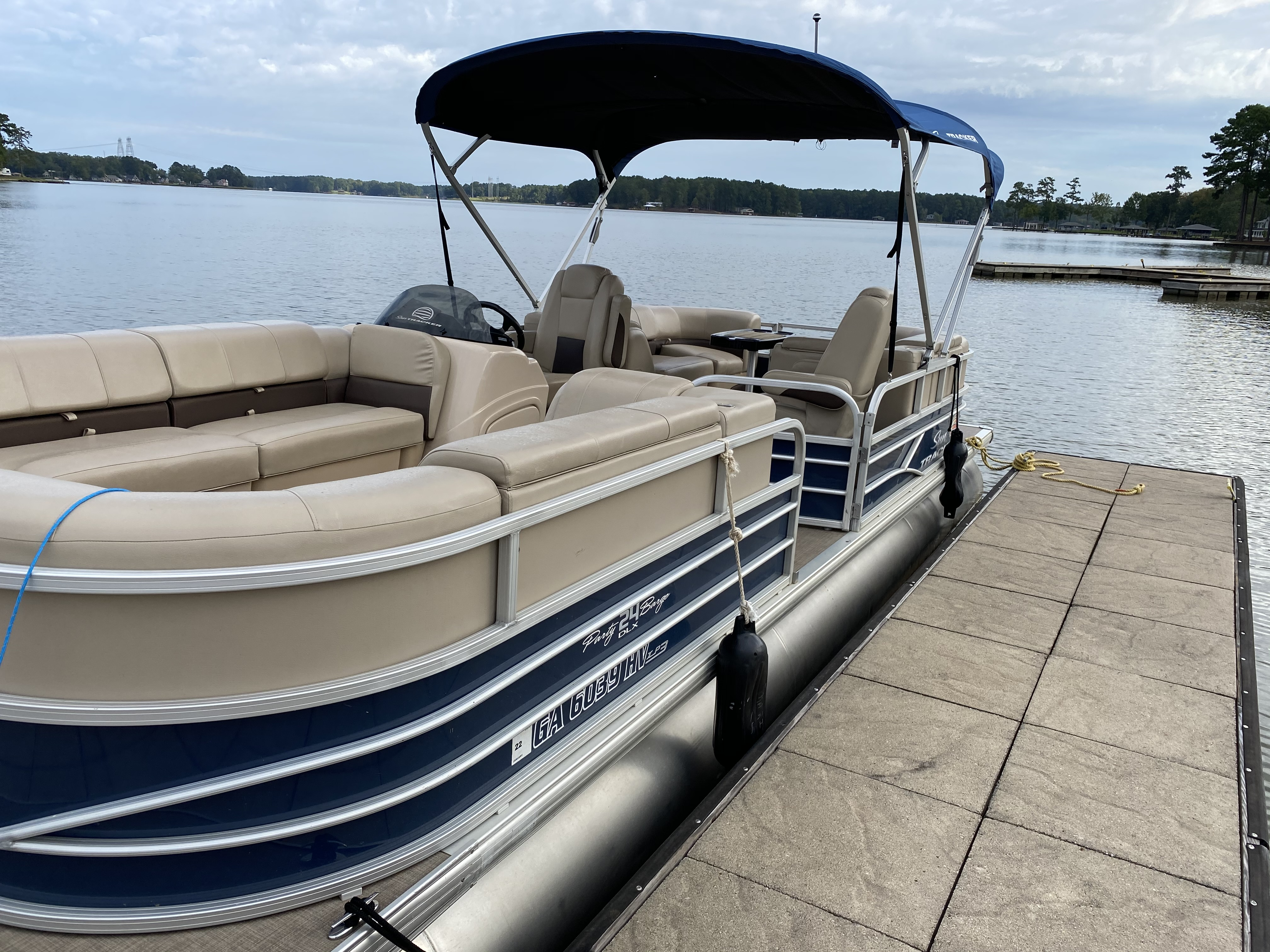 2019 Sun Tracker boat for sale, model of the boat is PARTY BARGE 24 XP3 w/ Mercury 150Hp 4S & Image # 23 of 24