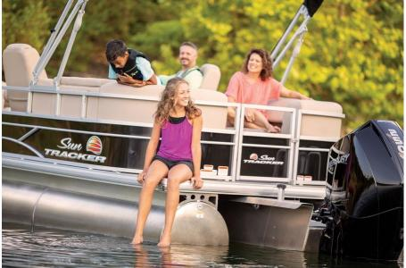 2019 Sun Tracker boat for sale, model of the boat is PARTY BARGE 24 XP3 w/ Mercury 150Hp 4S & Image # 7 of 24