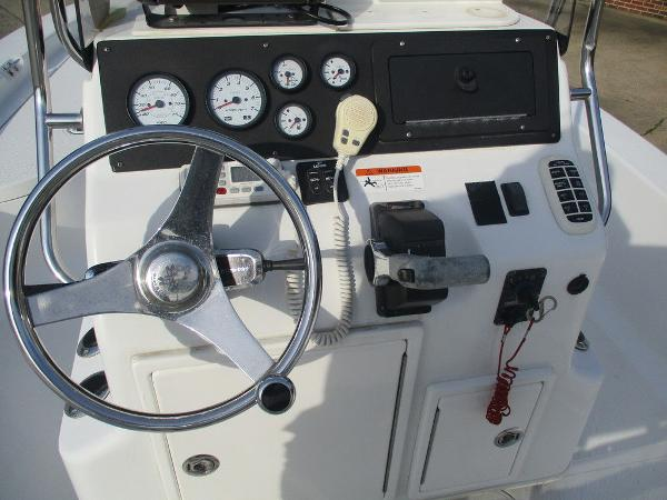 2004 Ranger Boats boat for sale, model of the boat is 2300 Bay & Image # 4 of 10