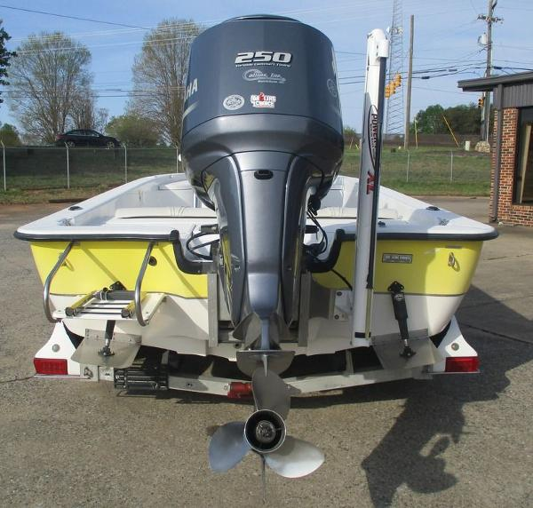 2004 Ranger Boats boat for sale, model of the boat is 2300 Bay & Image # 2 of 10