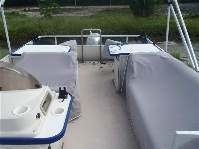 2002 Crest boat for sale, model of the boat is Fisherman 22' & Image # 10 of 10