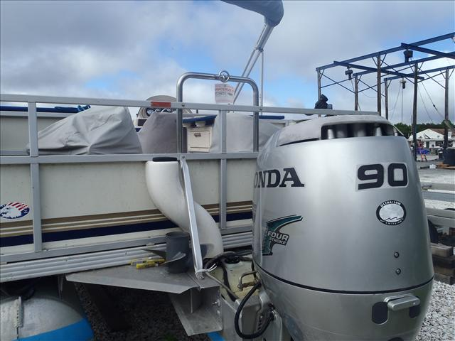2002 Crest boat for sale, model of the boat is Fisherman 22' & Image # 2 of 10