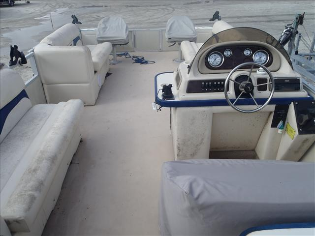 2002 Crest boat for sale, model of the boat is Fisherman 22' & Image # 3 of 10