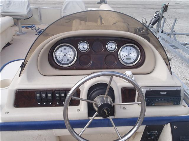 2002 Crest boat for sale, model of the boat is Fisherman 22' & Image # 4 of 10