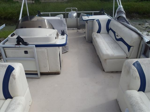 2002 Crest boat for sale, model of the boat is Fisherman 22' & Image # 6 of 10
