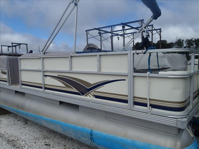 2002 Crest boat for sale, model of the boat is Fisherman 22' & Image # 9 of 10
