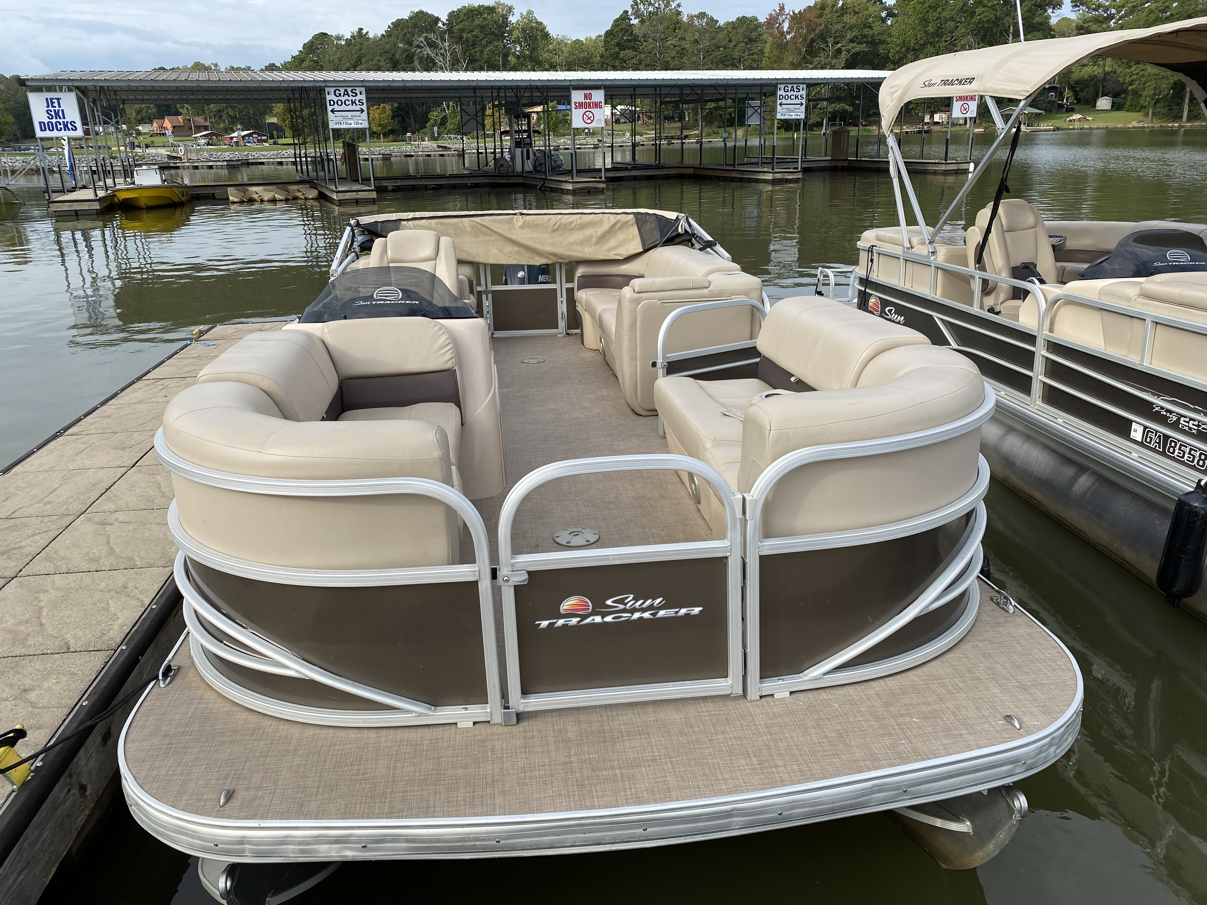 2019 Sun Tracker boat for sale, model of the boat is PARTY BARGE 22 w/ Mercury 115Hp 4S & Image # 1 of 22