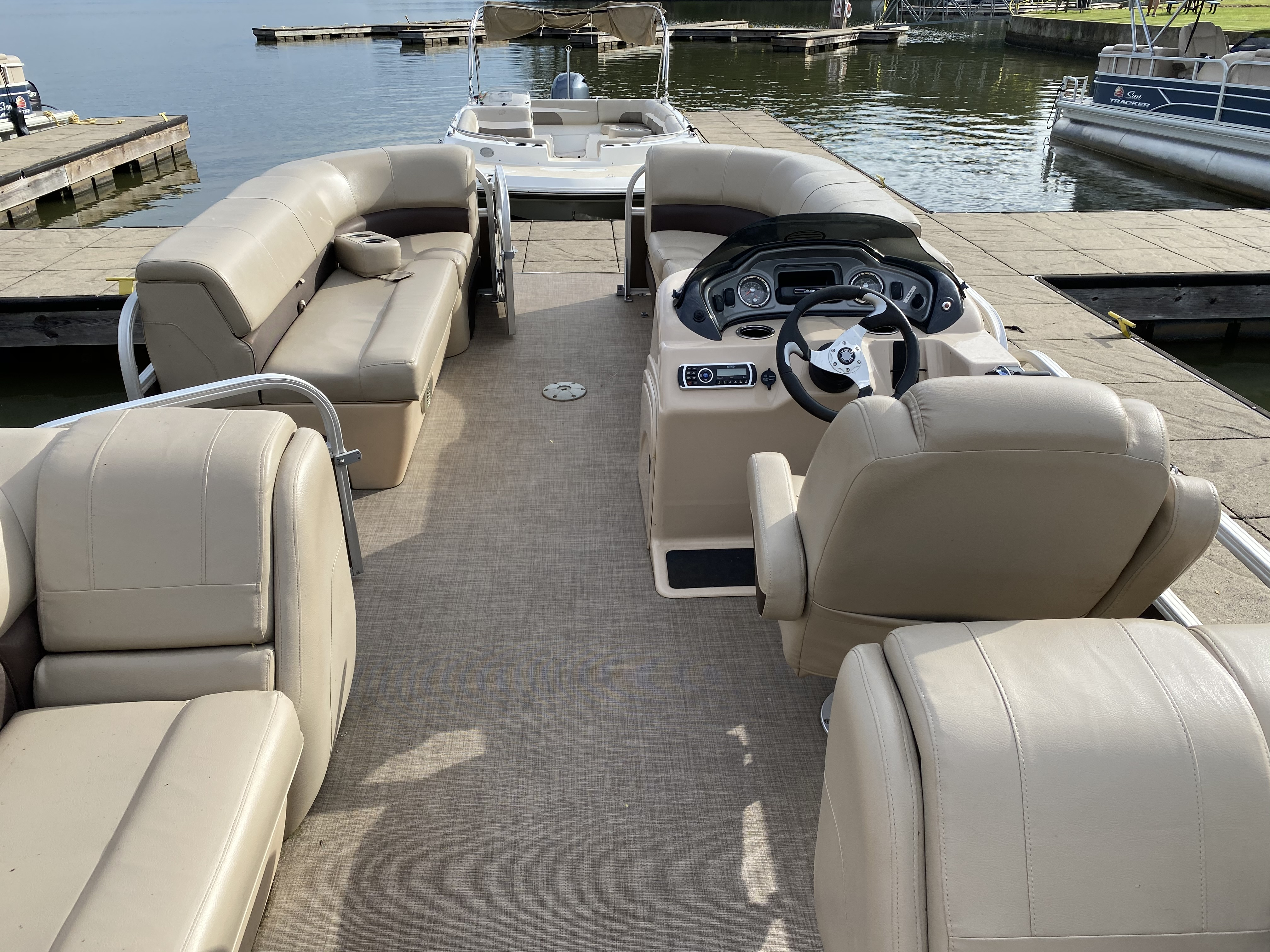 2019 Sun Tracker boat for sale, model of the boat is PARTY BARGE 22 w/ Mercury 115Hp 4S & Image # 12 of 22