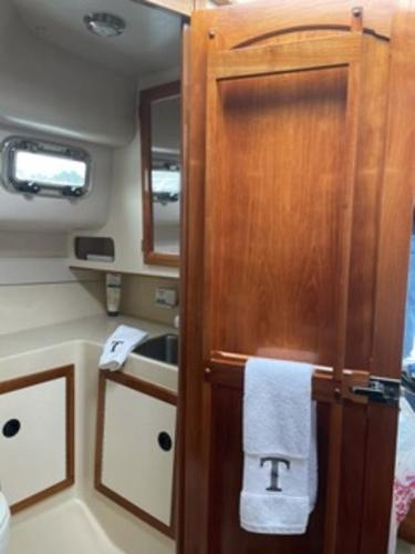 2004 Albin Yachts boat for sale, model of the boat is 28' Tournament & Image # 5 of 36