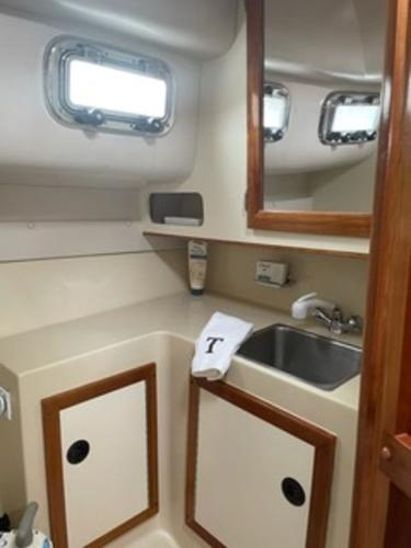 2004 Albin Yachts boat for sale, model of the boat is 28' Tournament & Image # 10 of 36