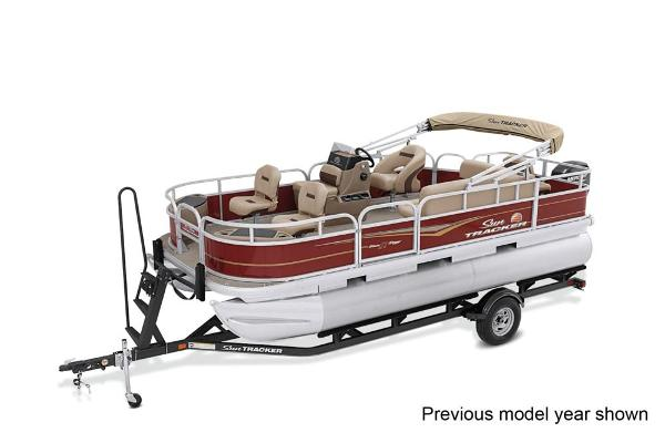 2022 Sun Tracker boat for sale, model of the boat is Bass Buggy 18 DLX & Image # 1 of 3