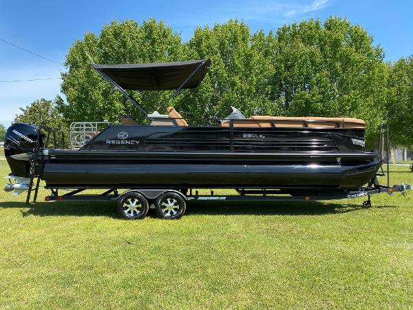 2021 Regency boat for sale, model of the boat is 250 LE3 Sport & Image # 3 of 84