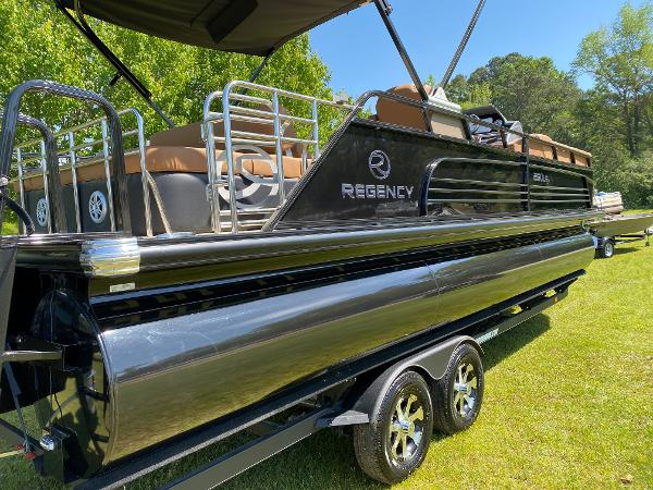 2021 Regency boat for sale, model of the boat is 250 LE3 Sport & Image # 6 of 84