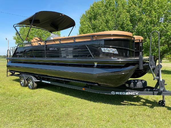 2021 Regency boat for sale, model of the boat is 250 LE3 Sport & Image # 2 of 84
