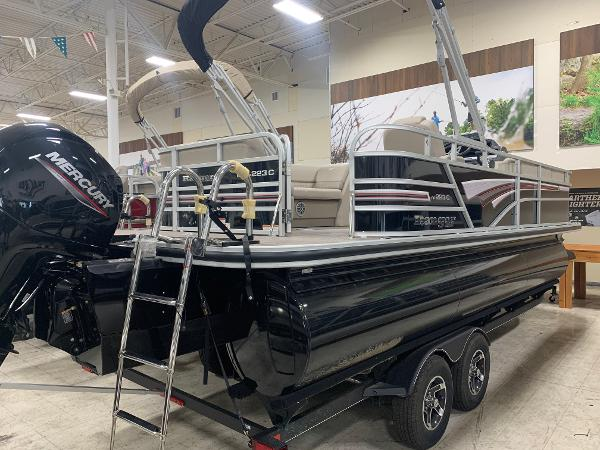 2021 Ranger Boats boat for sale, model of the boat is 223 CRUISE TRI TOON & Image # 16 of 21