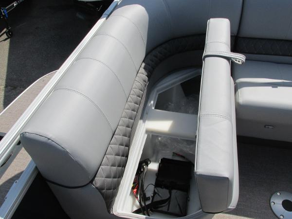 2021 Ranger Boats boat for sale, model of the boat is 223 CRUISE TRI TOON & Image # 5 of 22
