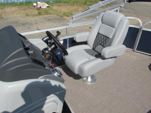 2021 Ranger Boats boat for sale, model of the boat is 223 CRUISE TRI TOON & Image # 6 of 22