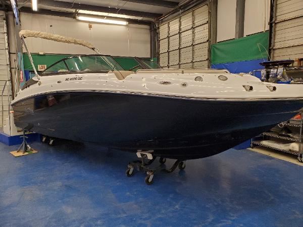 2021 Hurricane SunDeck 2200 DC OB thumbnail
