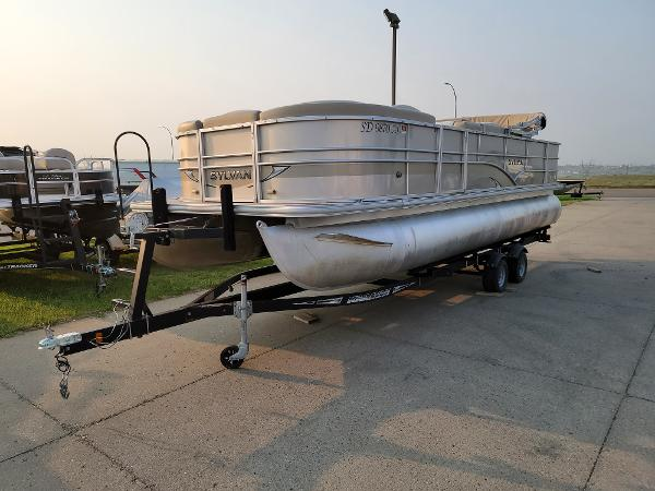 2015 Sylvan boat for sale, model of the boat is Mirrage 8522 & Image # 1 of 21