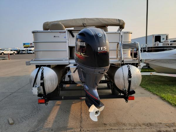 2015 Sylvan boat for sale, model of the boat is Mirrage 8522 & Image # 4 of 21