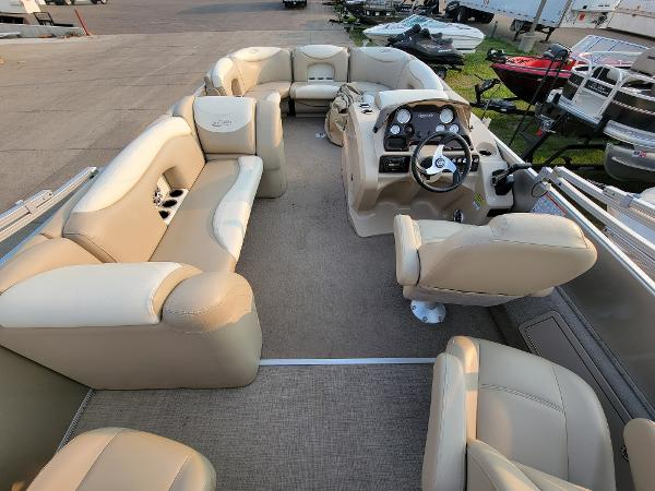 2015 Sylvan boat for sale, model of the boat is Mirrage 8522 & Image # 14 of 21