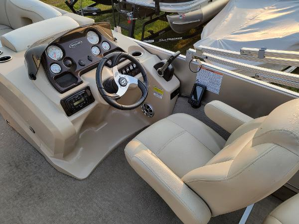2015 Sylvan boat for sale, model of the boat is Mirrage 8522 & Image # 16 of 21