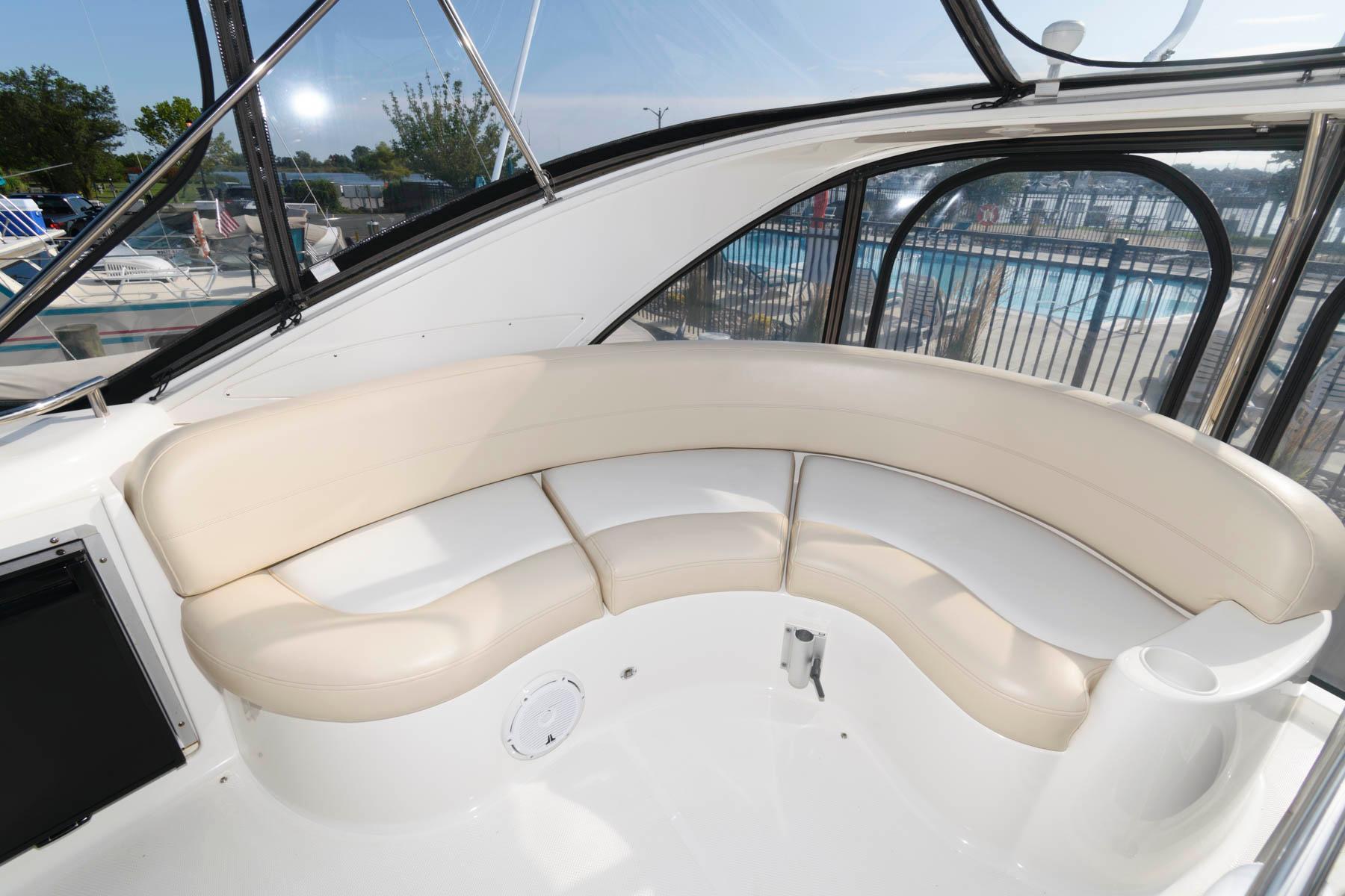 M 6410 BW Knot 10 Yacht Sales