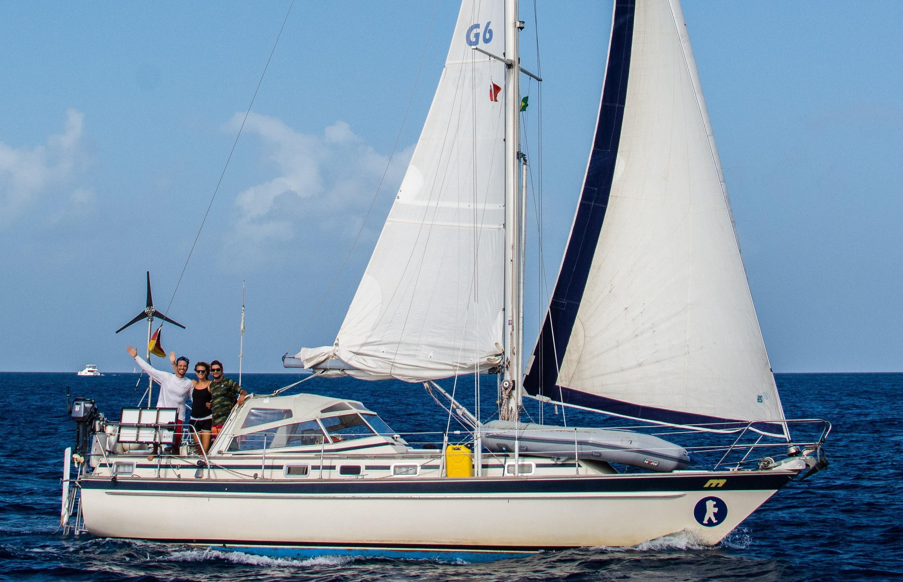 Alaussa under sail