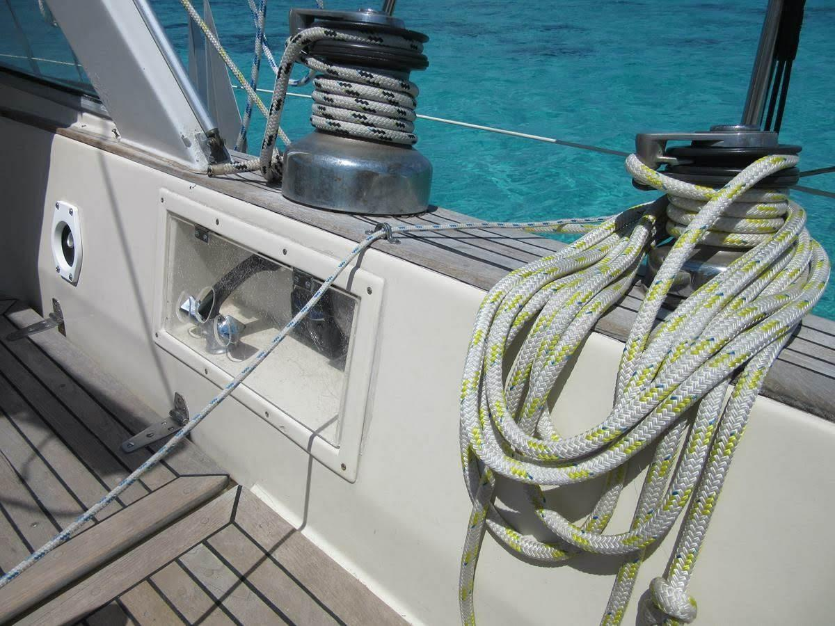 Self-tailing winches